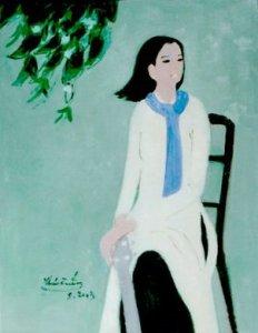 Thiếu nữ áo trắng khăn quàng xanh