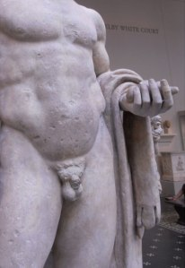statue_with_small_penis