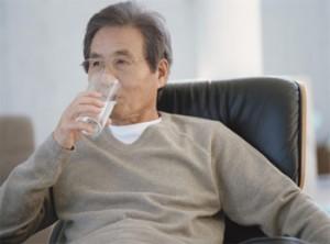asian_man_drinking_water