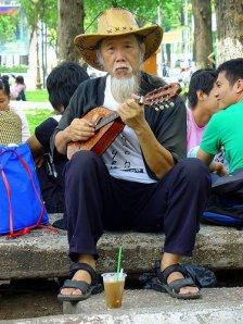 ong_lao_dan_madolin