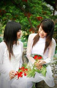 nu_sinh_va_hoa_phuong