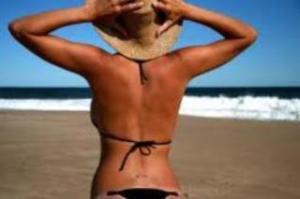 bikini_girl_on_the_beach
