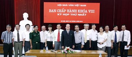 ban_chap_hanh_hoi_nha_van_viet_nam_khoa_8