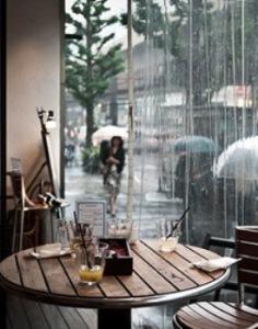 troi_mua_ngoi_quan_cafe