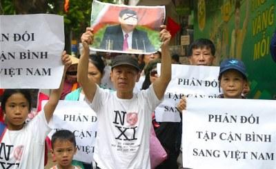 bieu_tinh_chong_tap_can_binh