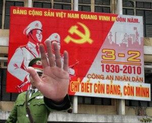 cong_an_chi_biet_con_dang_con_minh