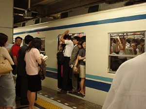 tokyo_crowded_subway