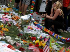 people_mourn_orlando_terrorist_attack