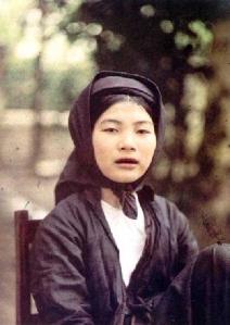 thieu_nu_doi_khan_mo_qua