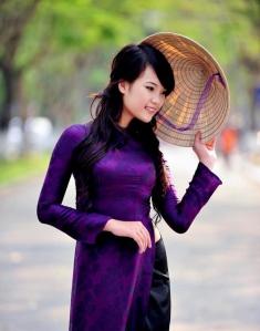 non_la-che_nghieng_mat_thieu_nu