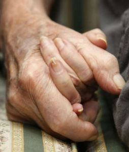 old_couple_holding_hands_2